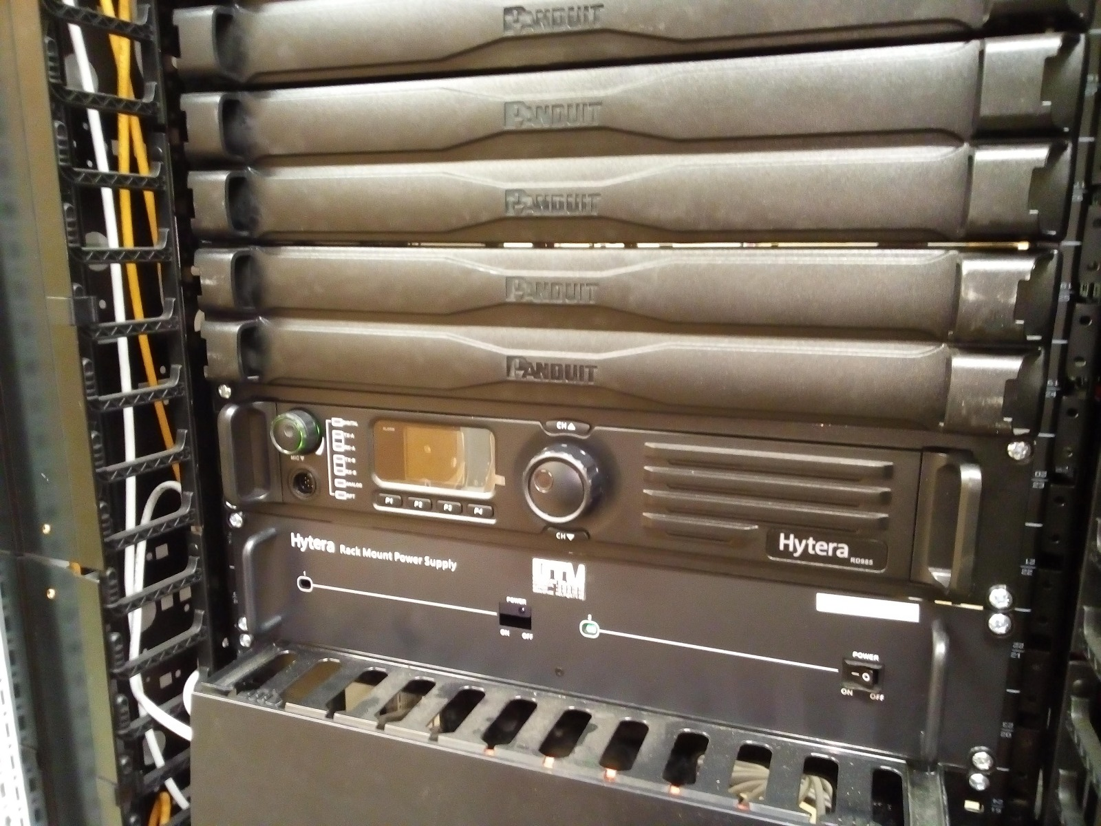 Hytera RD985s UHF DMR repeater rackmontage